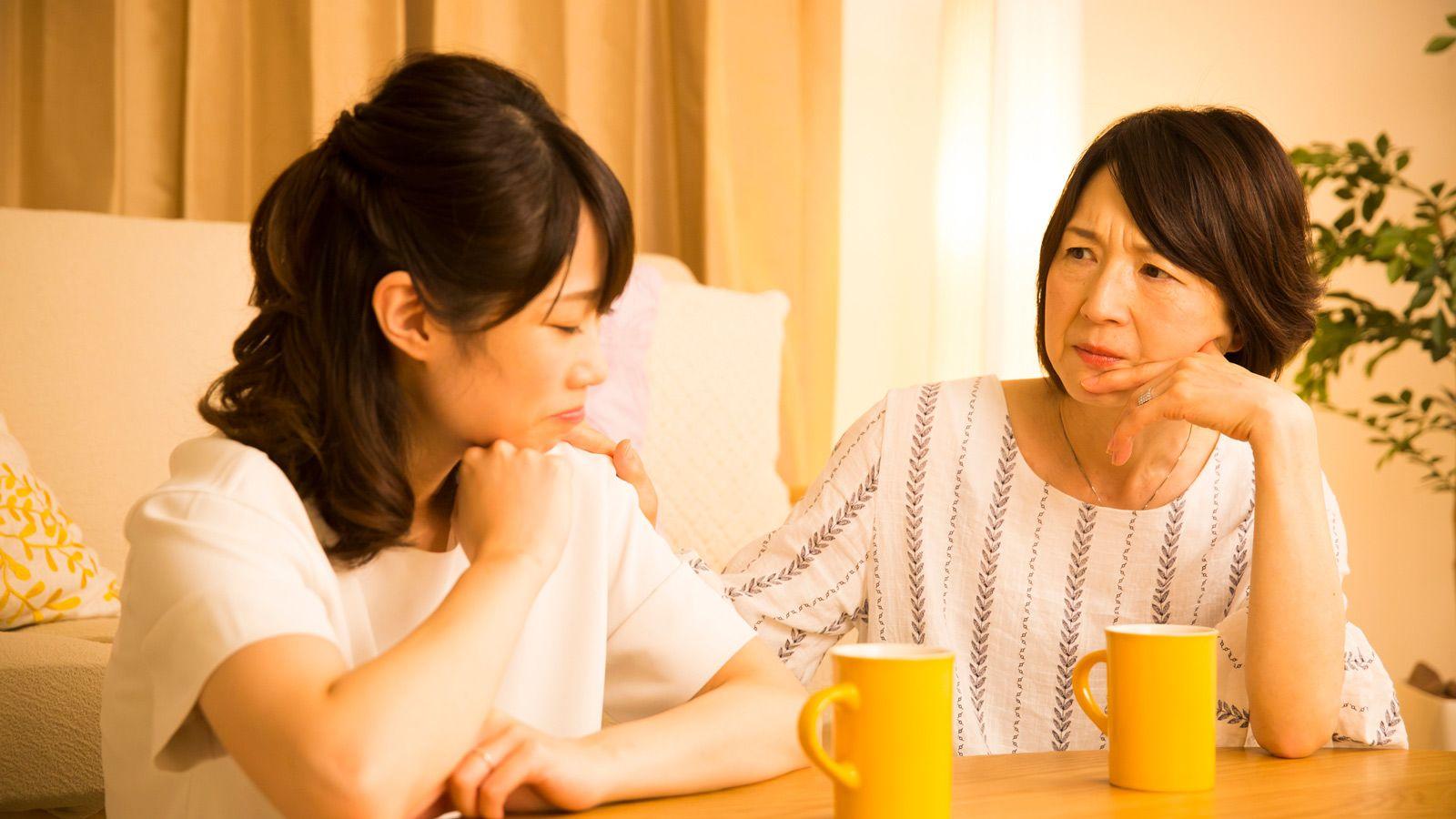 心配する母と娘